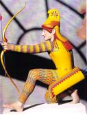 fig. 5-6. Kopi af figur fra antikken, nymalet i sine oprindelige farver, med særlige mønstrede benklæder og ærmer.